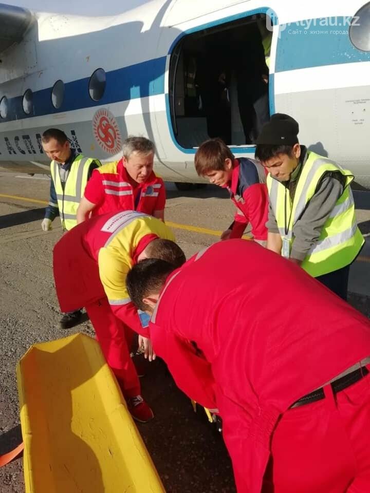 Работники санитарной авиации помогли жителю Атырау (фото), фото-4