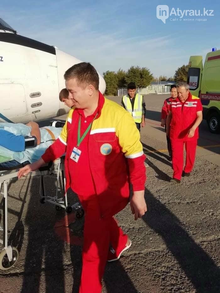 Работники санитарной авиации помогли жителю Атырау (фото), фото-1