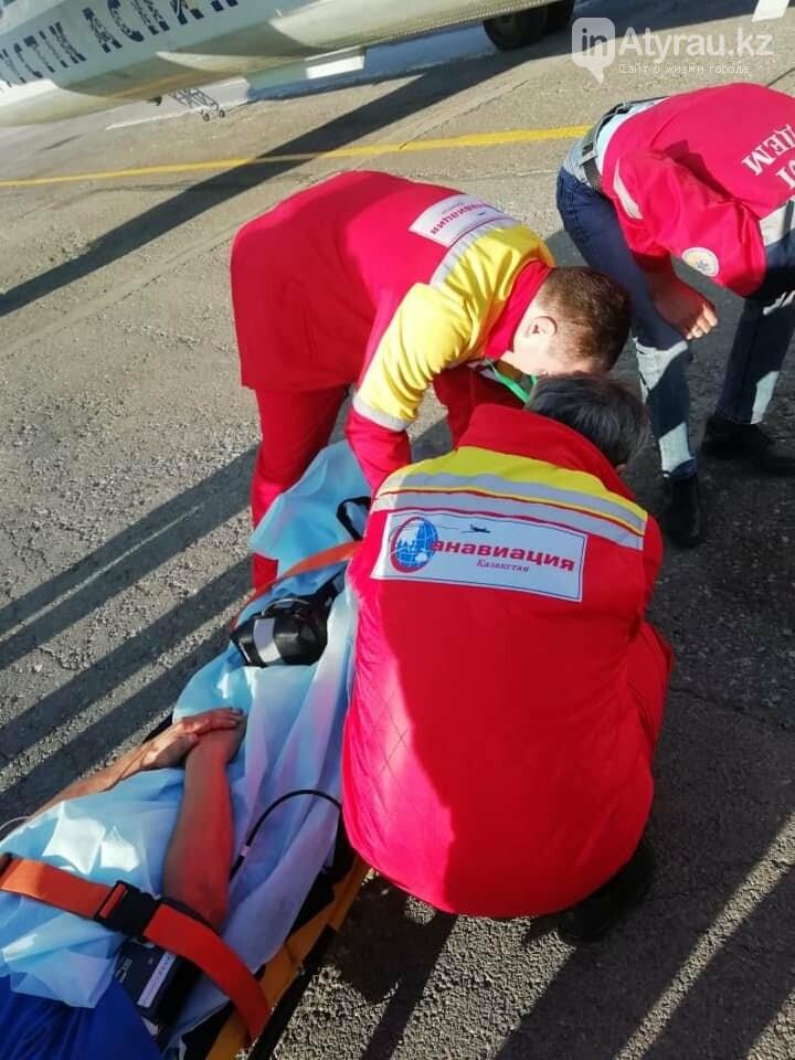 Работники санитарной авиации помогли жителю Атырау (фото), фото-2