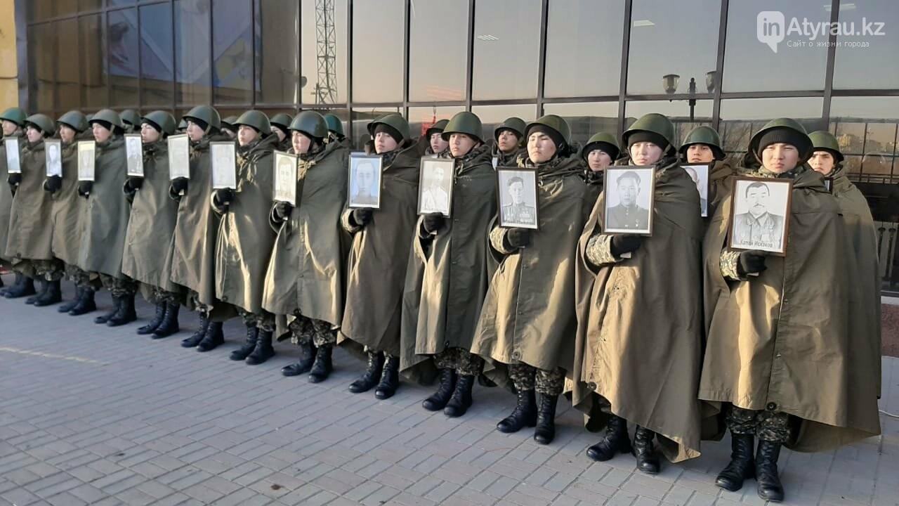 В Атырау доставили копию боевого знамени Панфиловской дивизии , фото-1