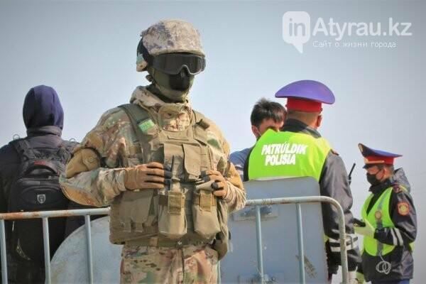 В Атырау военные укрепляют блокпосты, фото-1