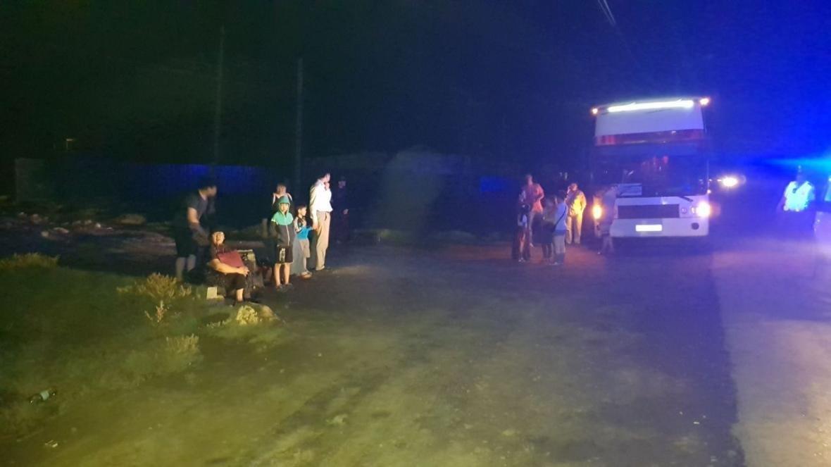 Пассажиры автобуса Атырау - Астрахань застряли в пути среди ночи , фото-1