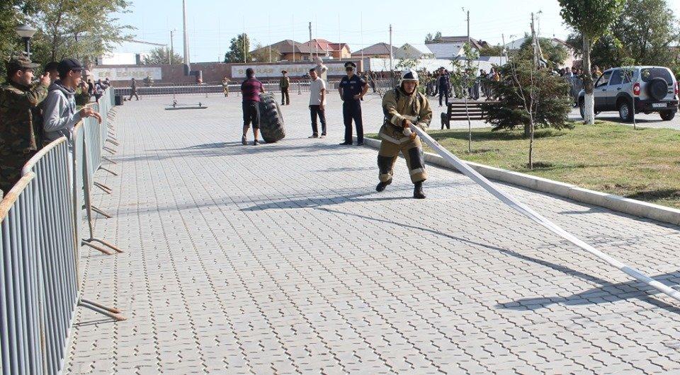 Пожарные устроили соревнование по кроссфиту в Атырау (фото), фото-2