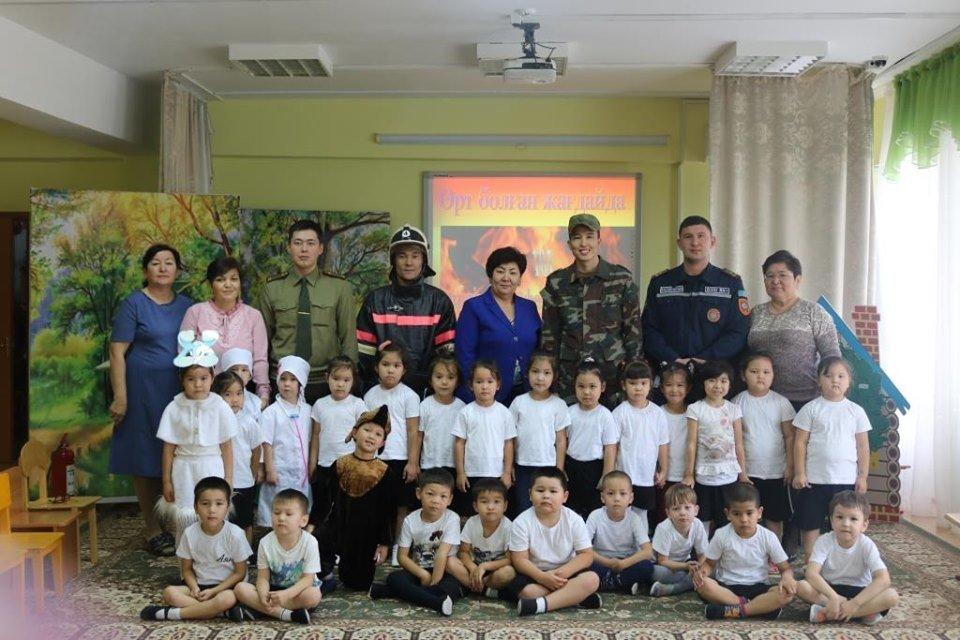 Огнеборцы обучали малышей в Атырау, что делать при пожаре, фото-6