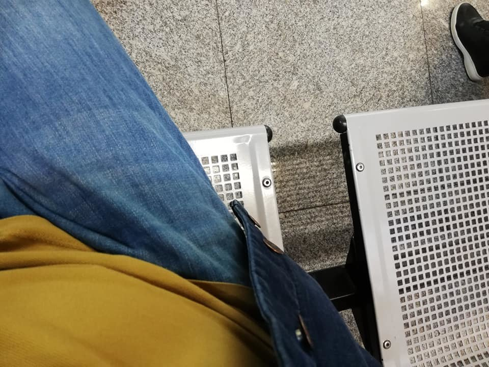 """""""Привет простате"""": жители Атырау недовольны новыми скамейками в аэропорту, фото-1"""