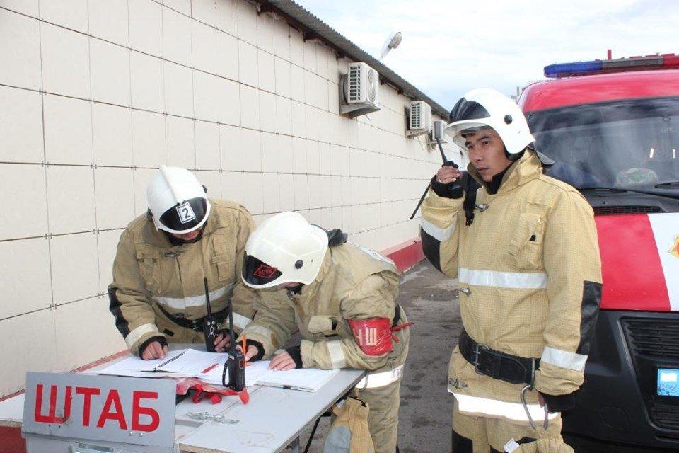 Пожарные Атырау провели учения в торговом центре (фото), фото-1