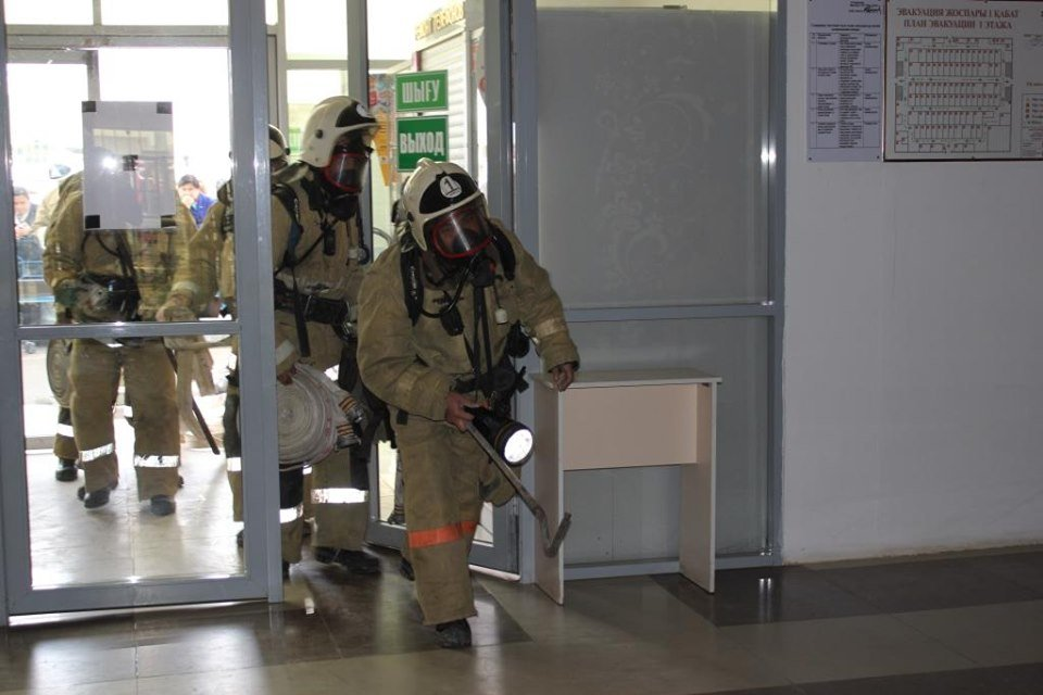 Пожарные Атырау провели учения в торговом центре (фото), фото-5