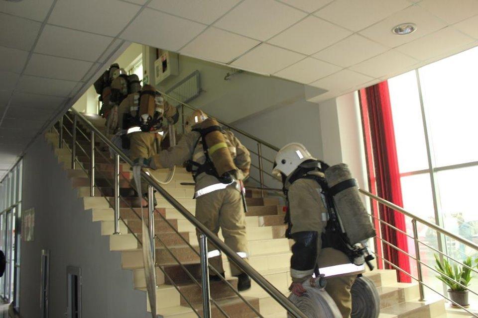 Пожарные Атырау провели учения в торговом центре (фото), фото-6