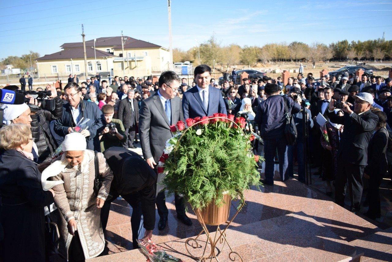 В Атырауской области были установлены памятники Мурату Монкеулы и Табылды Досымову, фото-1