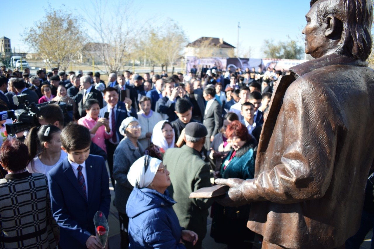 В Атырауской области были установлены памятники Мурату Монкеулы и Табылды Досымову, фото-4