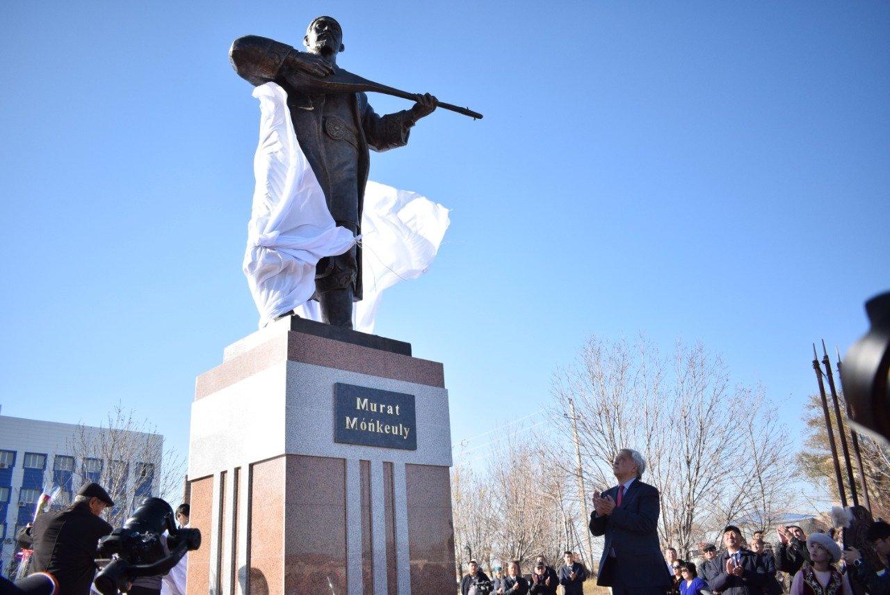 В Атырауской области были установлены памятники Мурату Монкеулы и Табылды Досымову, фото-3