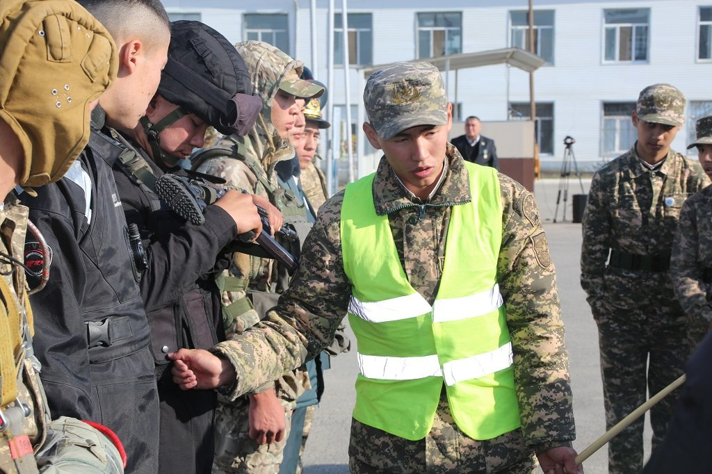 Атырауские военные показали подросткам армию (фото), фото-10
