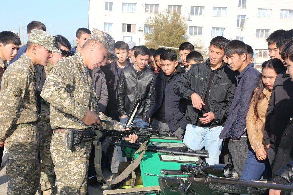 Атырауские военные показали подросткам армию (фото), фото-11