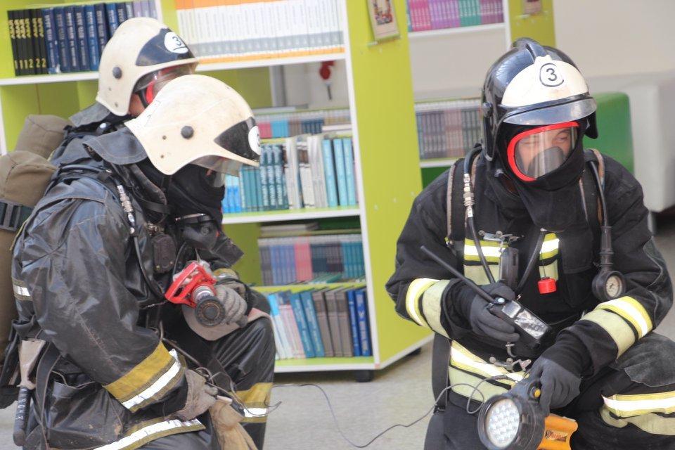 Пожарные Атырау провели учения в НИШ (фото), фото-13