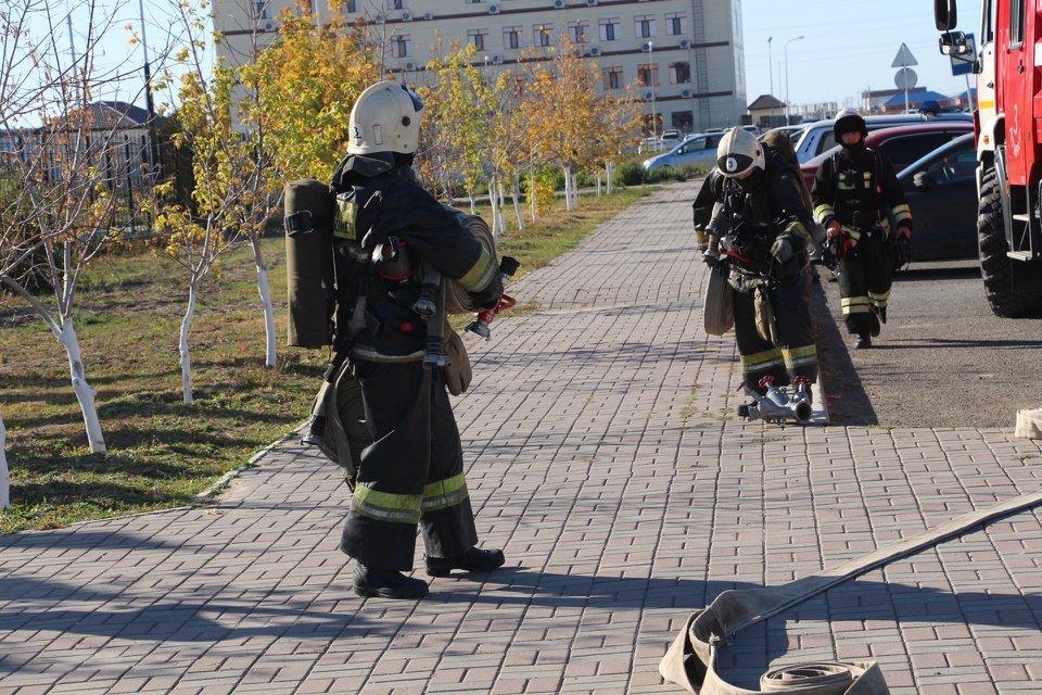 Пожарные Атырау провели учения в НИШ (фото), фото-11