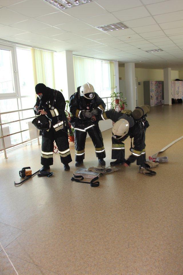 Пожарные Атырау провели учения в НИШ (фото), фото-12