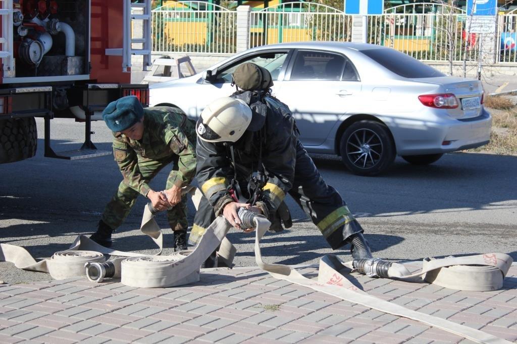Пожарные Атырау провели учения в НИШ (фото), фото-7