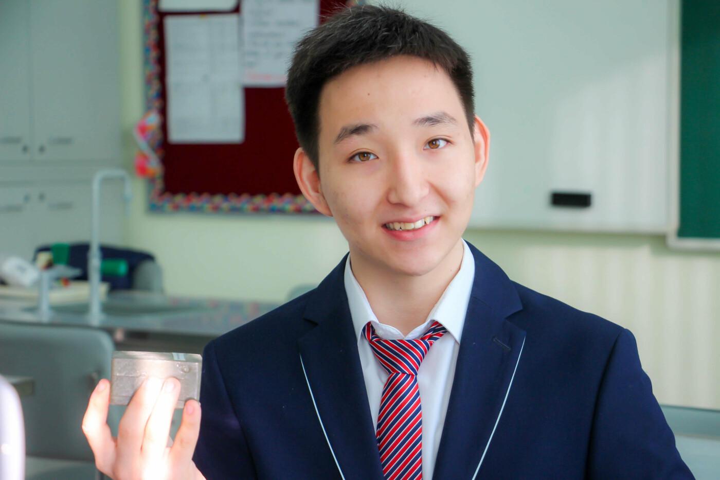 В Атырау старшеклассник изобрёл кирпич из пластика (фото), фото-2
