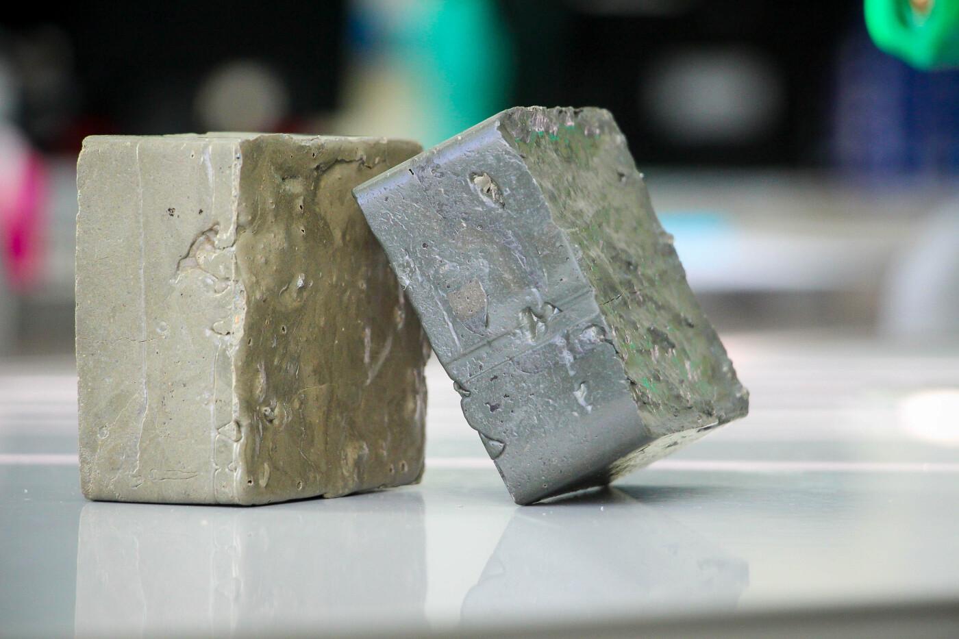 В Атырау старшеклассник изобрёл кирпич из пластика (фото), фото-1