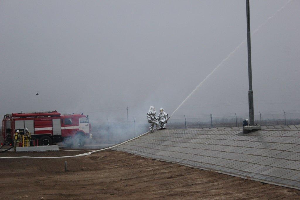 Пожарные учения на нефтяном хранилище прошли в Атырауской области (фото), фото-15
