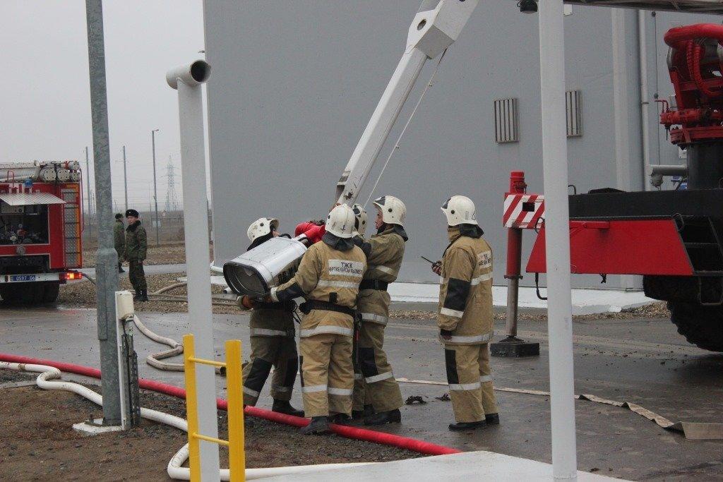 Пожарные учения на нефтяном хранилище прошли в Атырауской области (фото), фото-14