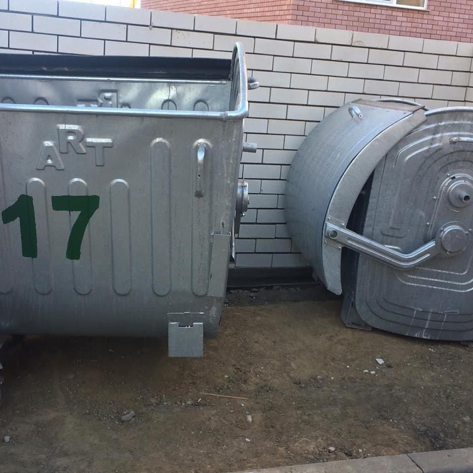 Мусорные контейнеры разбирают на запчасти в Атырау (фото), фото-2