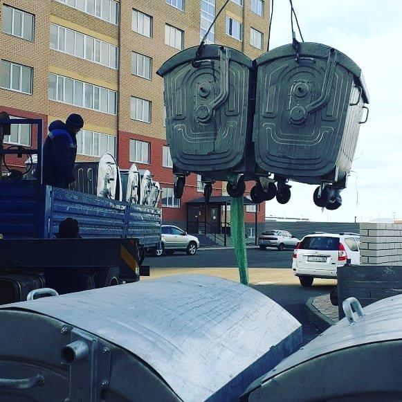 Мусорные контейнеры разбирают на запчасти в Атырау (фото), фото-1