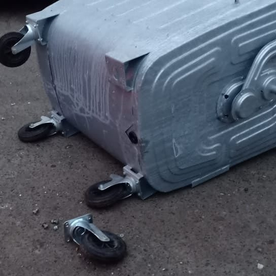 Мусорные контейнеры разбирают на запчасти в Атырау (фото), фото-3