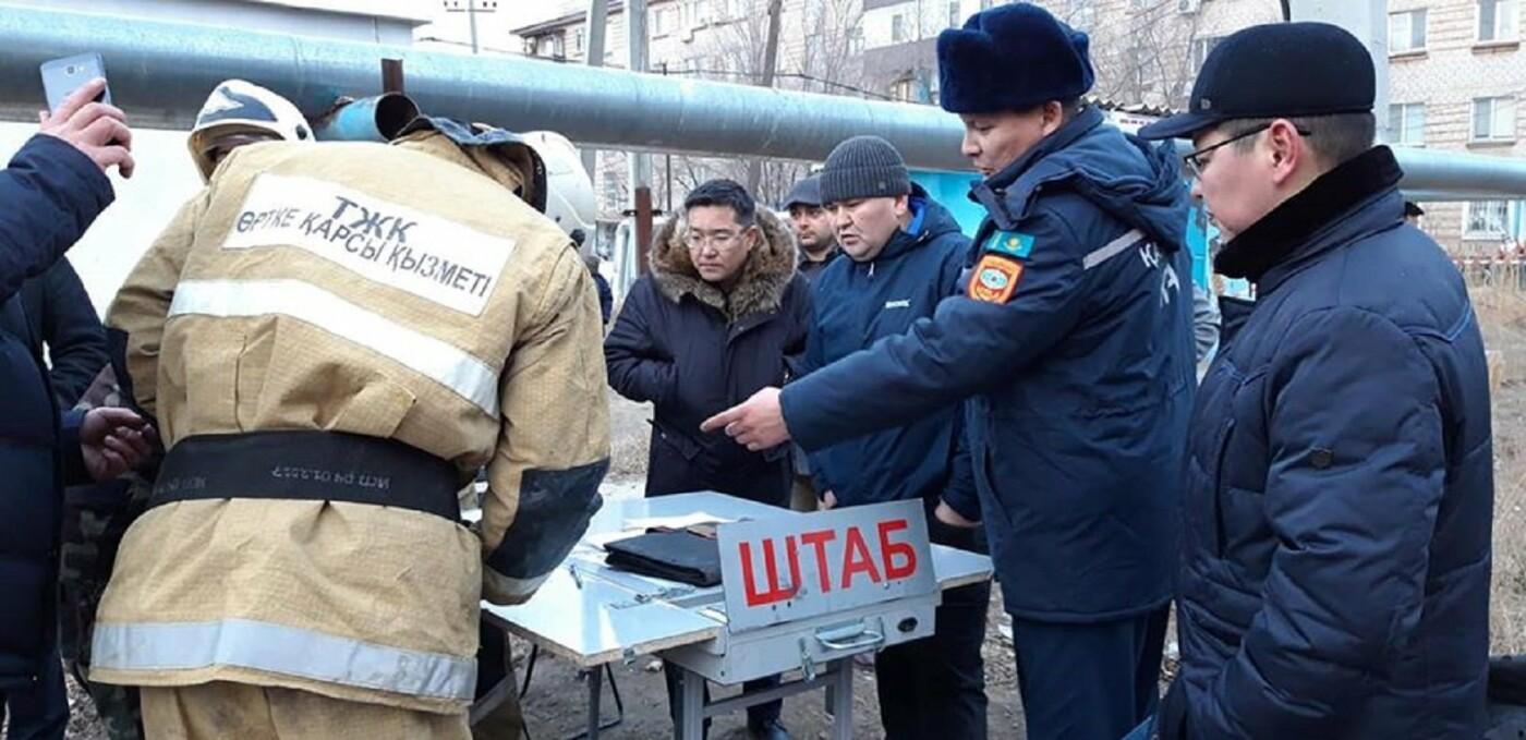 Пожар в пятиэтажном доме обозначил ряд проблем – аким Атырау, фото-2, @facebook.com/Қайрат Оразбаев