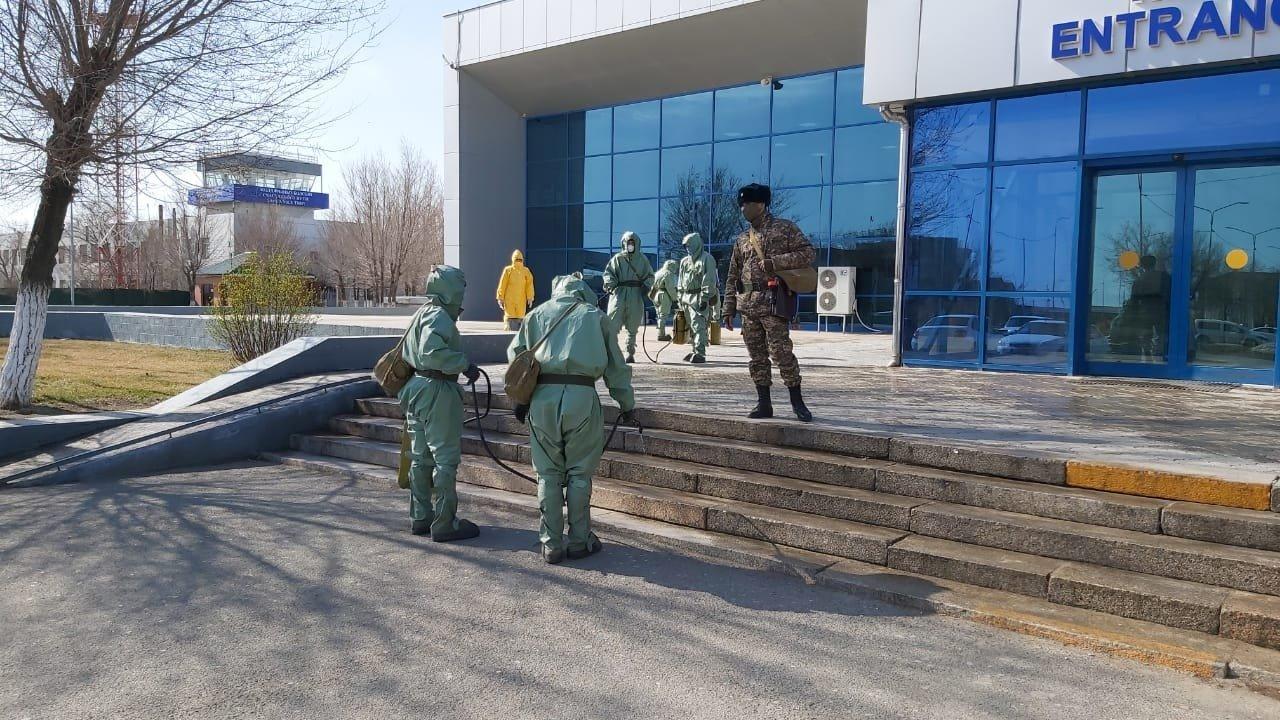 В Атырау для обработки общественных мест использовали 3,5 тонны дезраствора, фото-2