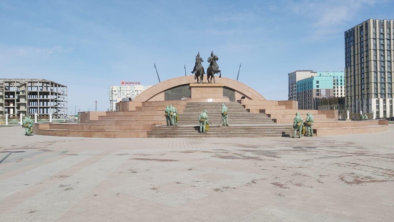 В Атырау для обработки общественных мест использовали 3,5 тонны дезраствора, фото-1
