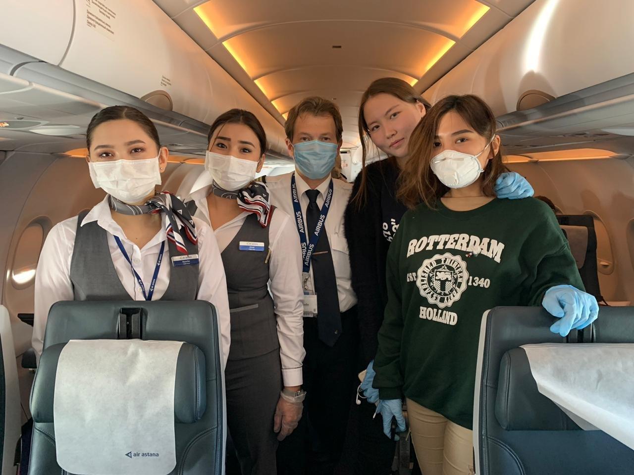 Air Astana помогла кадетам Морской академии КБТУ добраться домой из Европы , фото-1