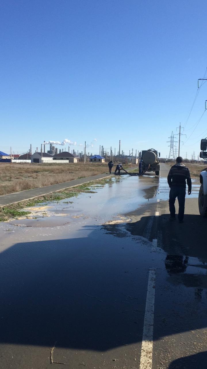 В Атырау меняют гидрант по улице Баймуханова, жители остались без воды, фото-2