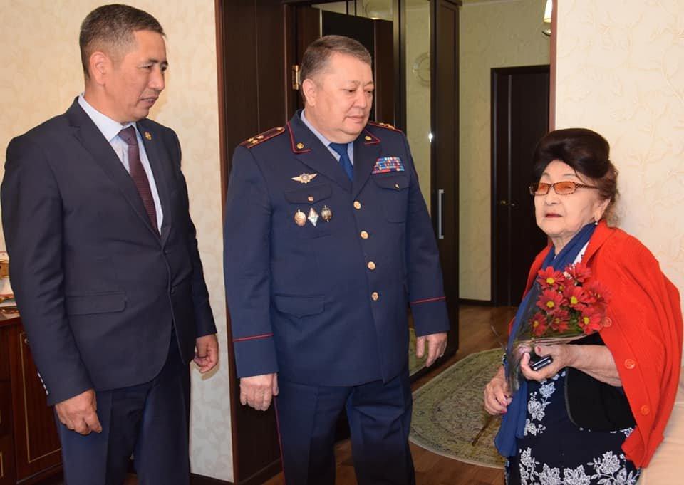 Полицейские Атырауской области посетили ветеранов ВОВ, фото-1