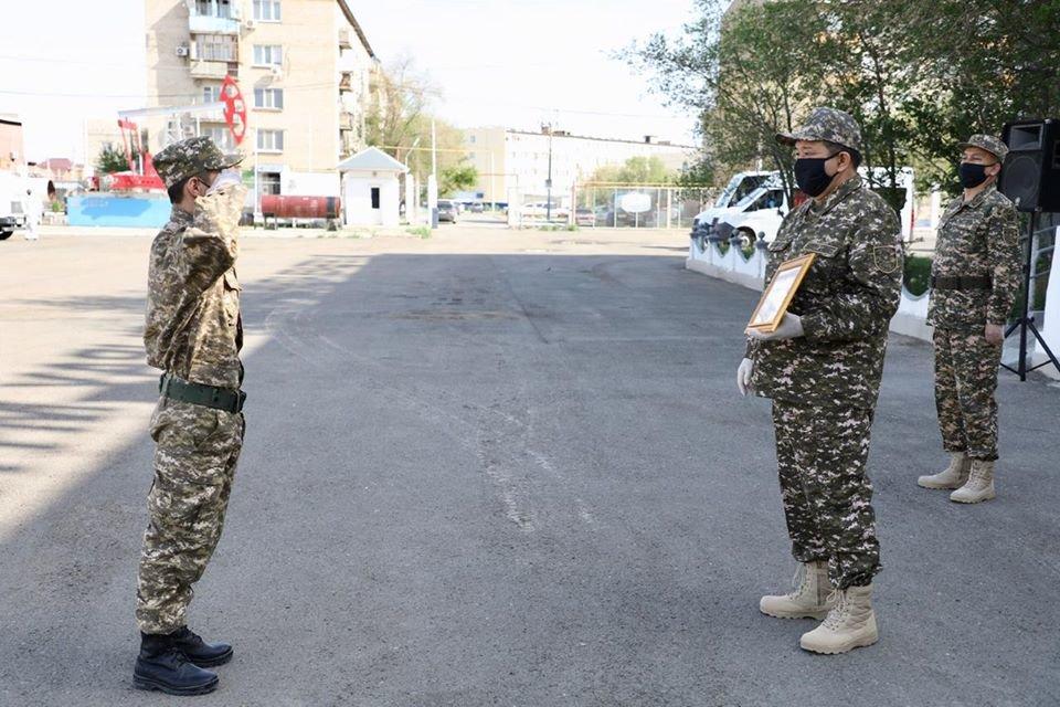 Аким Атырауской области поздравил военнообязанных с Днем защитника Отечества, фото-1