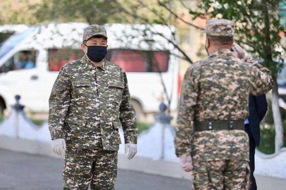 Аким Атырауской области поздравил военнообязанных с Днем защитника Отечества, фото-2