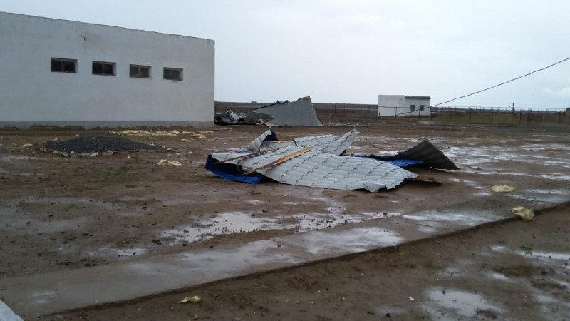Ураган сорвал несколько кровель в Атырауской области, фото-1