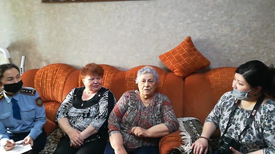 В Атырау полицейские помогли оформить документы на дому 120 жителям, фото-1