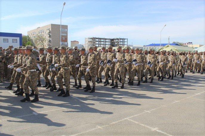 В Атырау более 900 военнослужащих срочной службы вернулись домой, фото-1