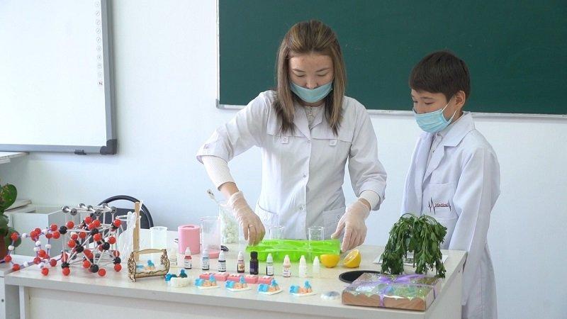 Экологически чистое мыло изобрела учитель из Атырау, фото-1