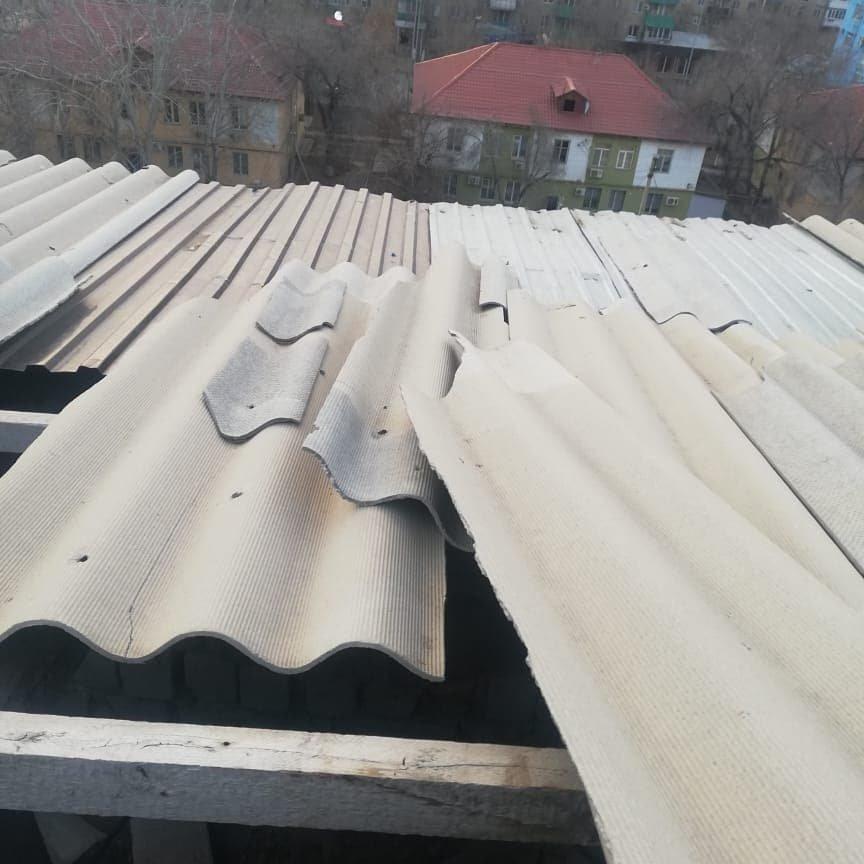 Крыши повредились из-за сильного порыва ветра, фото пресс-службы ДЧС Атырауской области