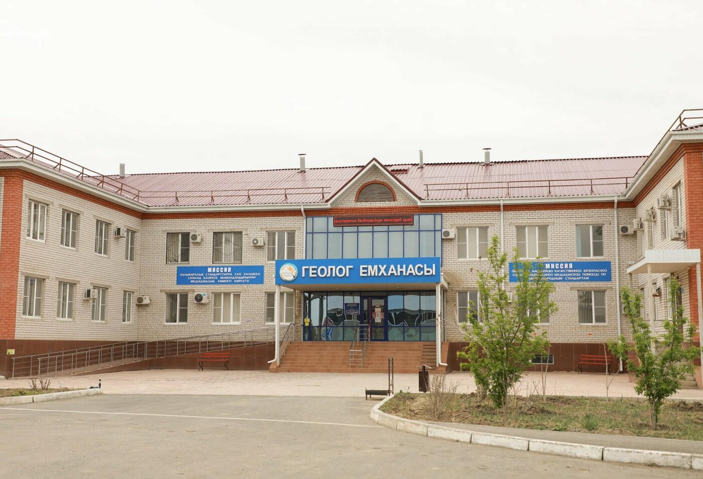 Аким Атырауской области вакцинировался против коронавируса, Махамбет Досмухамбетов/facebook