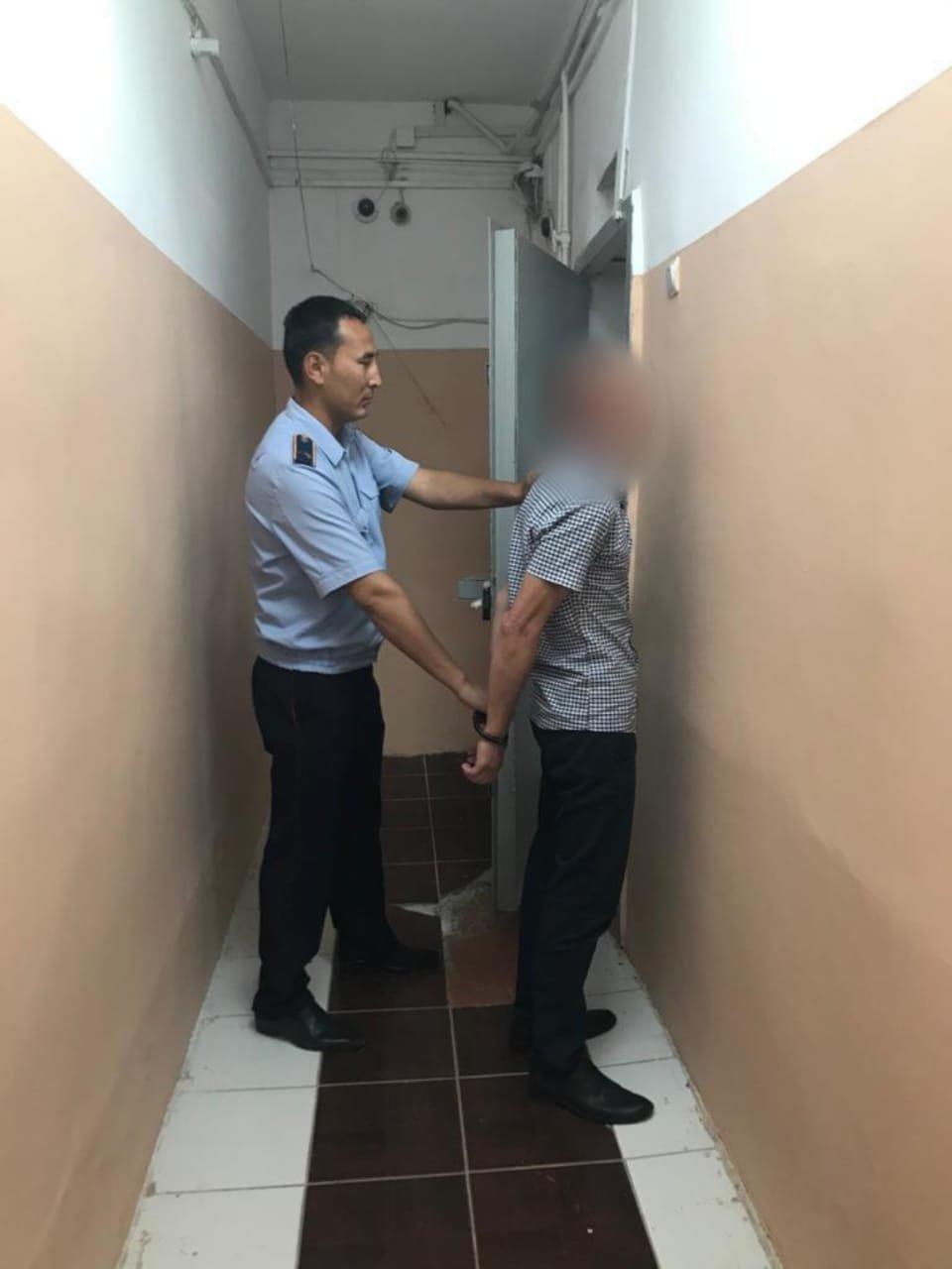 В Атырау вор украл у иностранки более 3 тысяч долларов и свыше 1 млн тенге, фото-1, фото пресс-службы ДП Атырауской области