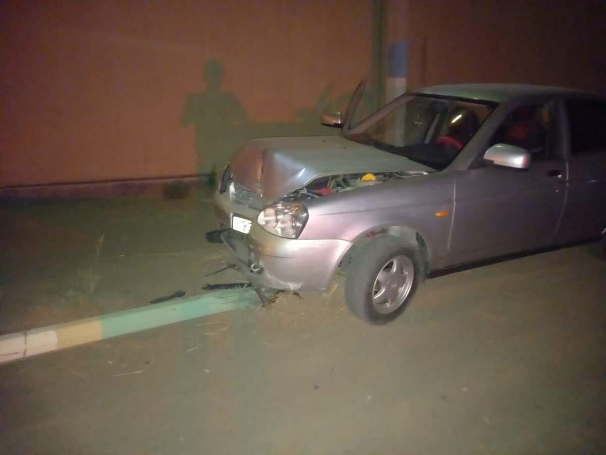 Пьяный водитель врезался в столб в Атырау, Polisia.kz